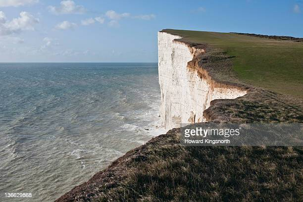 cliff edge and ocean - newpremiumuk stock pictures, royalty-free photos & images
