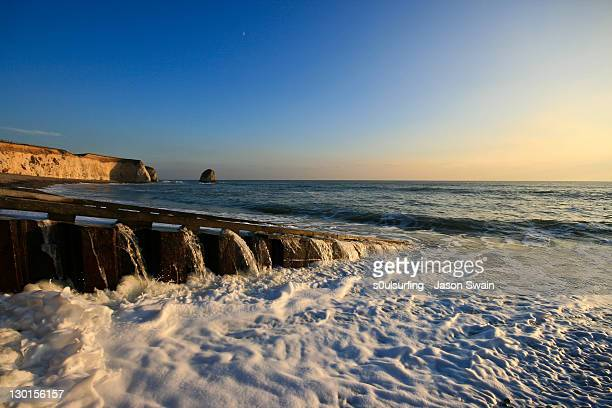 cliff in sea - s0ulsurfing stock pictures, royalty-free photos & images