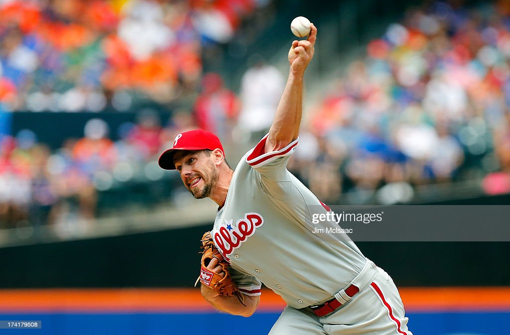 Cliff Lee #33 of the Philadelphia Phillies pitches against the New York Mets at Citi Field on July 21, 2013 in the Flushing neighborhood of the Queens borough of New York City.