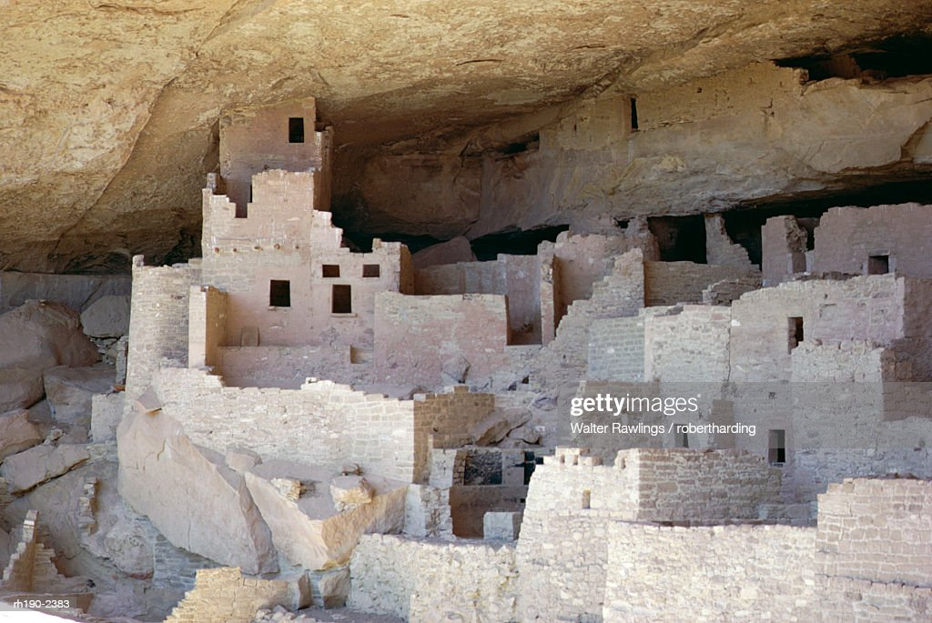 Cliff palace ruins dating from 1200-1300 AD shaded in limestone overhang, Mesa Verde, Mesa Verde National Park, UNESCO World Heritage Site, Colorado, United States of America (U.S.A.), North America : Foto de stock