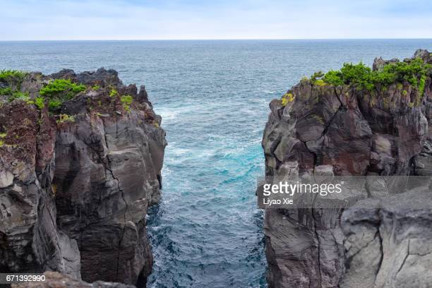 cliff - cliff stock pictures, royalty-free photos & images