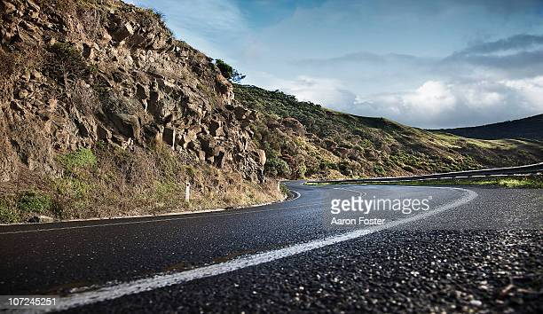 cliff road - mountain road stock pictures, royalty-free photos & images