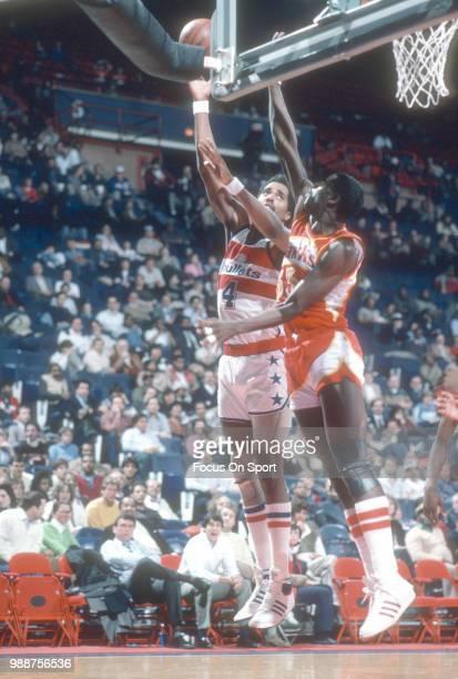 Cliff Robinson of the Washington Bullets shoots over Antoine Carr of the Atlanta Hawks during an NBA basketball game circa 1985 at the Capital Centre...