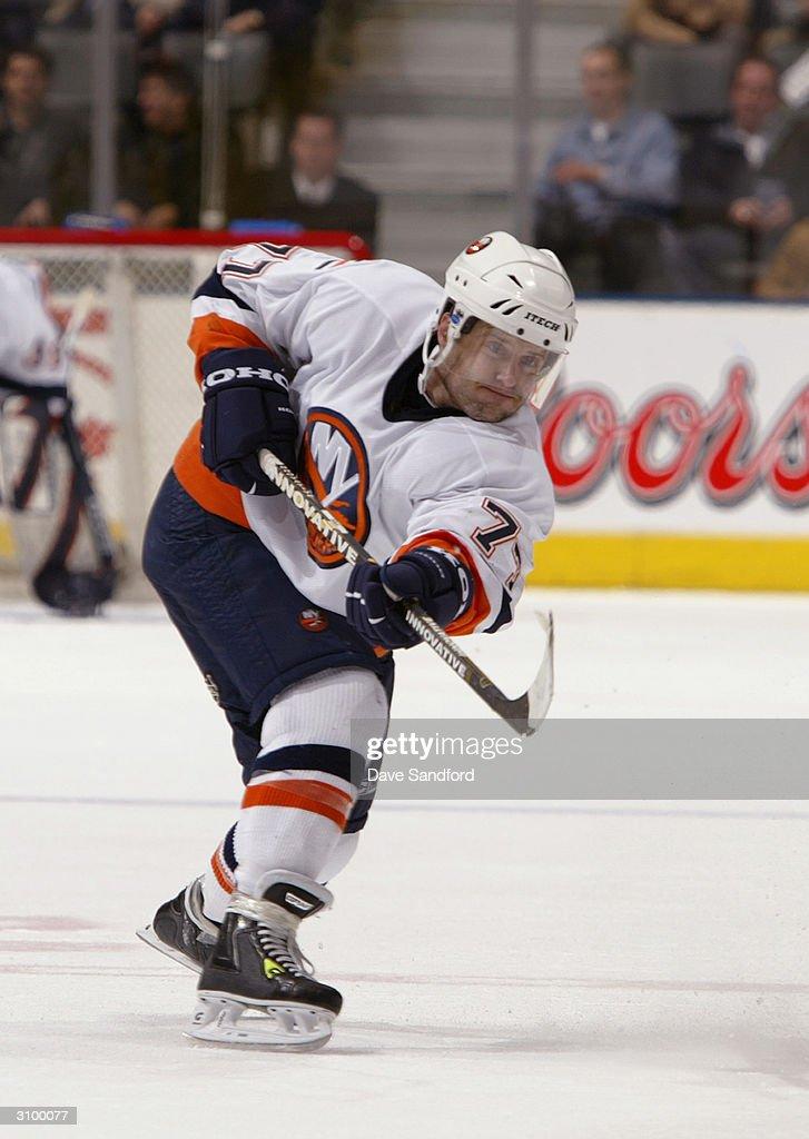 Islanders v Maple Leafs : News Photo