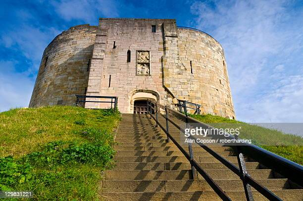 clifford tower, york, yorkshire, england, united kingdom, europe - alan copson stock pictures, royalty-free photos & images