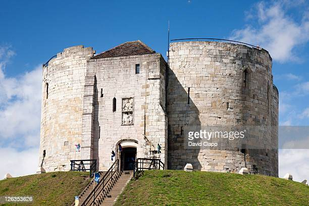 cliffords tower in york city, east yorkshire, england, uk - tower stock pictures, royalty-free photos & images