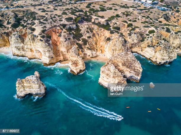 cliffs and sea stacks of ponta da piedade, algarve, portugal - algarve fotografías e imágenes de stock