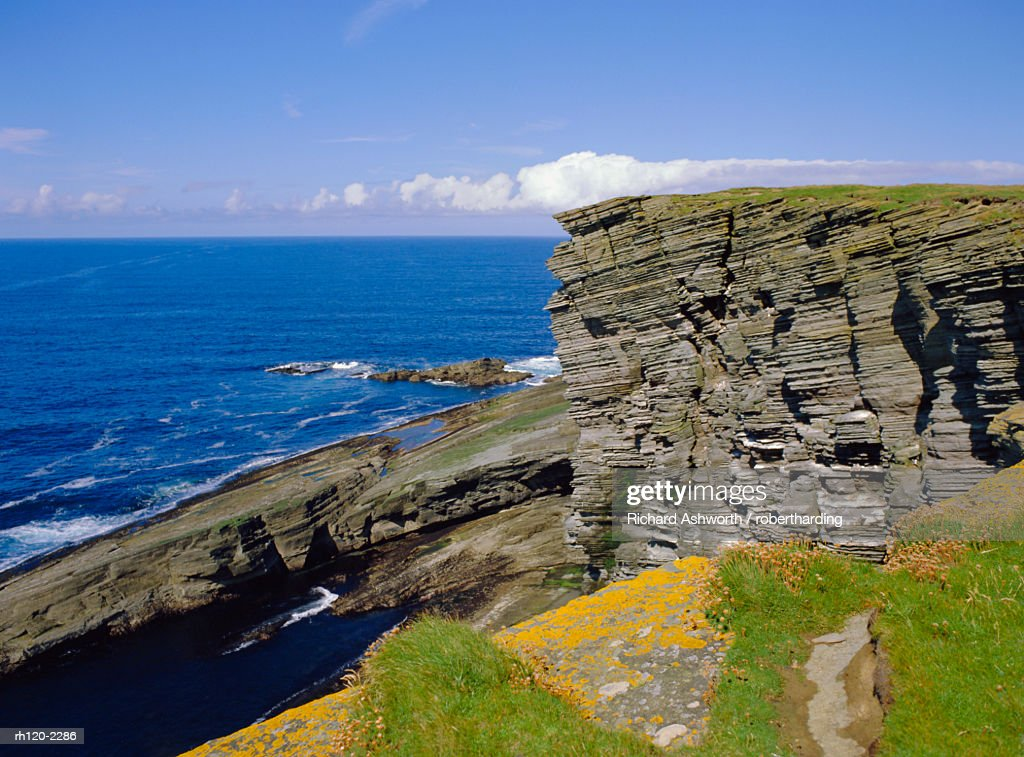 Cliffs at Brough of Birsay off the Mainland, Orkney Islands, Scotland, UK, Europe : Foto de stock