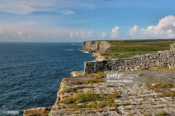 cliffs at dun aengus, aran islands - dun aengus stock pictures, royalty-free photos & images