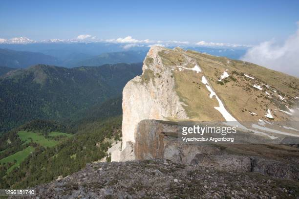 cliffs of bolshoy tkhach, a typical cuesta, summer in the caucasus mountains - argenberg stock pictures, royalty-free photos & images