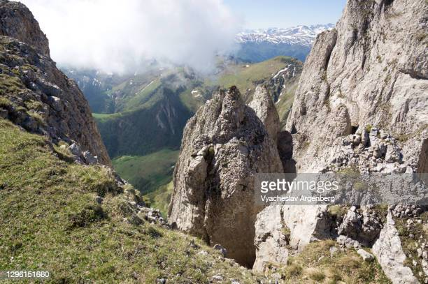 cliffs of bolshoy tkhach, the geology of western caucasus - argenberg stock pictures, royalty-free photos & images