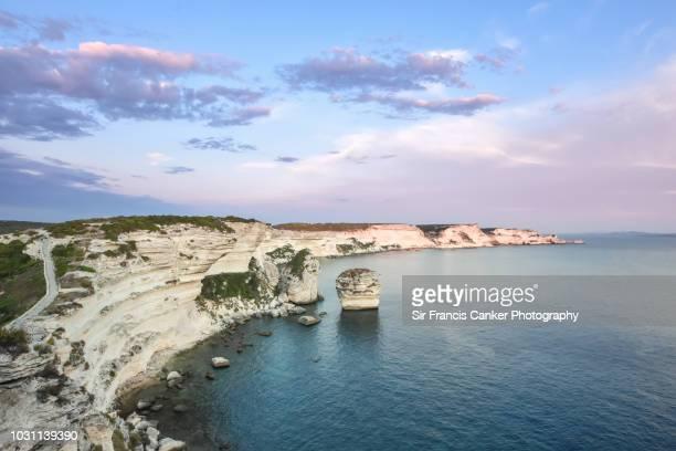 cliffs of bonifacio perfectly illuminated before dusk in bonifacio, corsica, france - ecoturismo foto e immagini stock