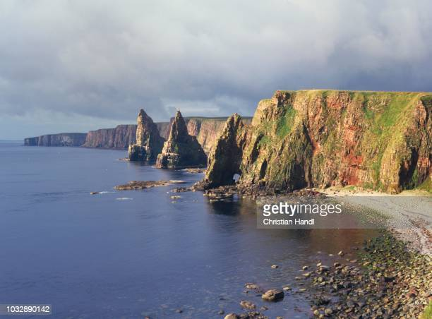 cliffs of duncansby head, scotland, united kingdom - escarpment stock pictures, royalty-free photos & images