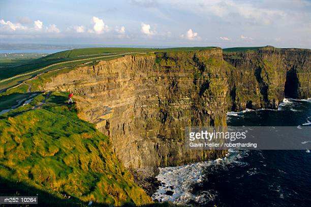 cliffs of moher, county clare, munster, republic of ireland (eire), europe - gavin hellier stock pictures, royalty-free photos & images