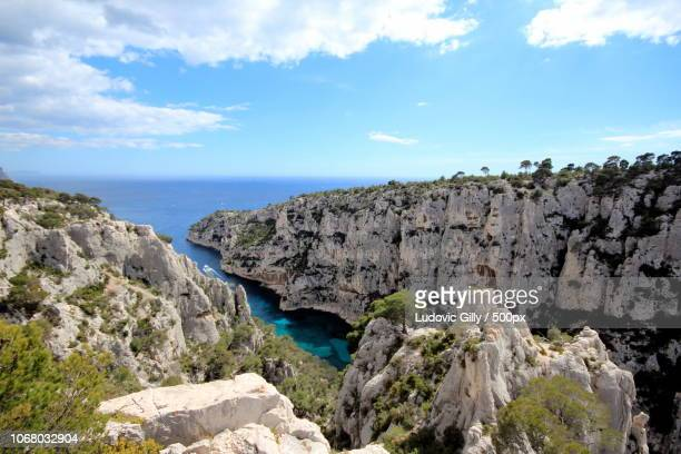 cliffs overlooking blue sea - bouches du rhone stock pictures, royalty-free photos & images