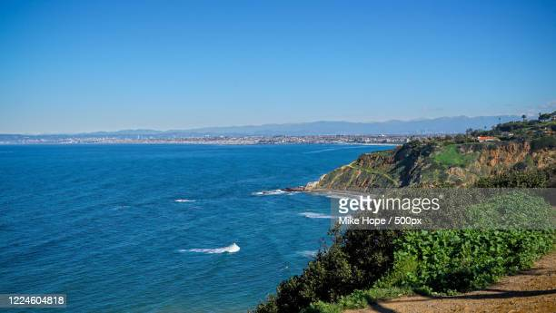 cliffs overlooking tranquil blue sea, rancho palos verdes, usa - rancho palos verdes stock pictures, royalty-free photos & images
