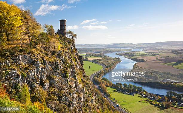 a clifftop folly overlooking a large river - perth scotland stock pictures, royalty-free photos & images