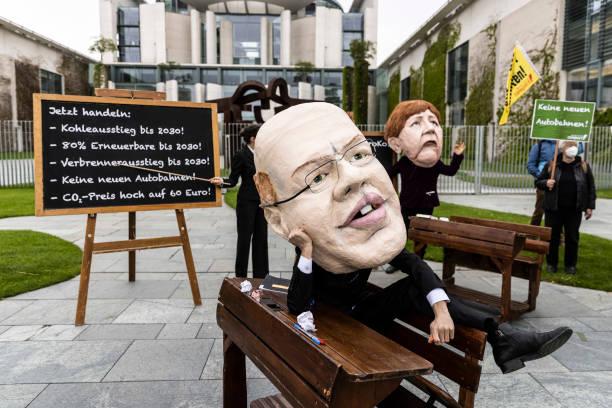 DEU: Government Considers Climate Law Amendment, Activists Mount Pressure