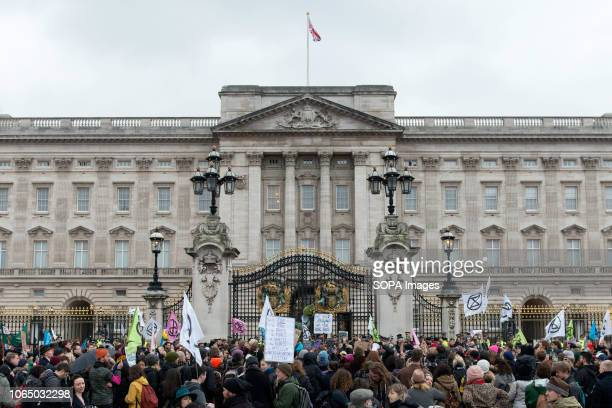Climate change activist stand outside the gates of Buckingham Palace Thousands of demonstrators from the new Extinction Rebellion climate change...