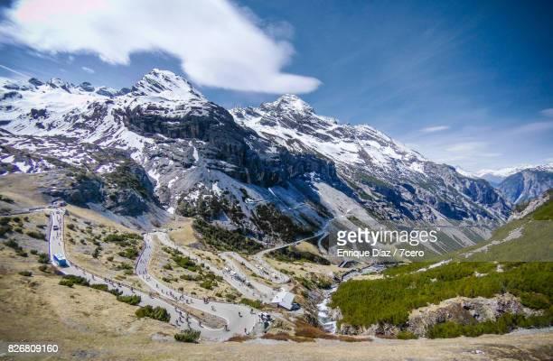 climb to stelvio pass from bormio - ボルミオ ストックフォトと画像