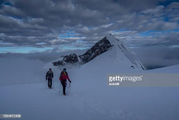 climbers couple on a glacier. - monte rosa foto e immagini stock