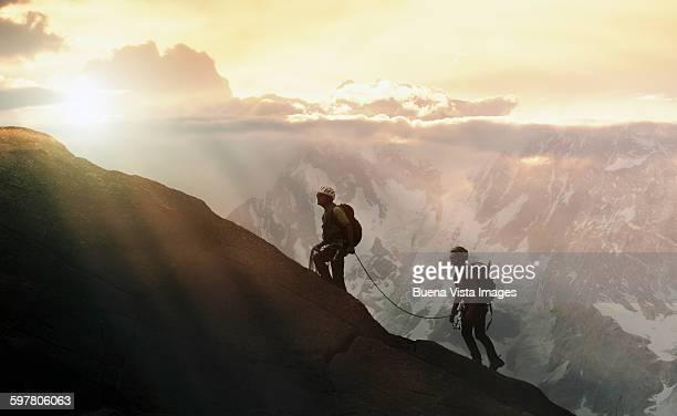 climbers on a mountain ridge - montañismo fotografías e imágenes de stock