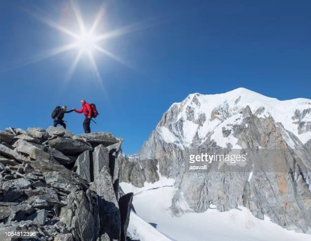 山の頂上に登山 - クールマイヨール ストックフォトと画像