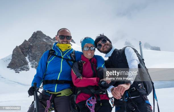 climbers on a snowy slope - best sunglasses for bald men stock pictures, royalty-free photos & images