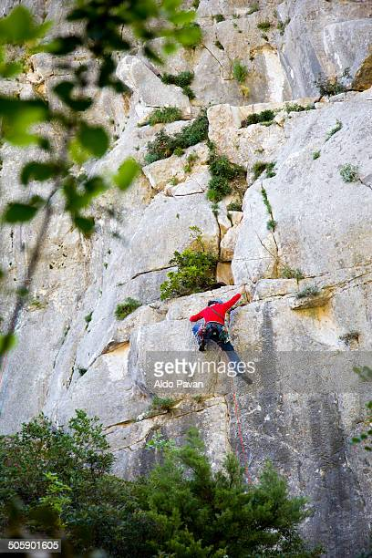 climbing a rocky peak, baunei,  cala goloritzé - cala goloritze foto e immagini stock