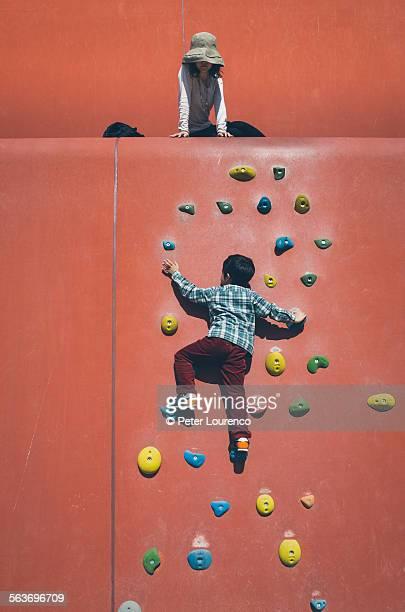 climbing up - peter lourenco stockfoto's en -beelden