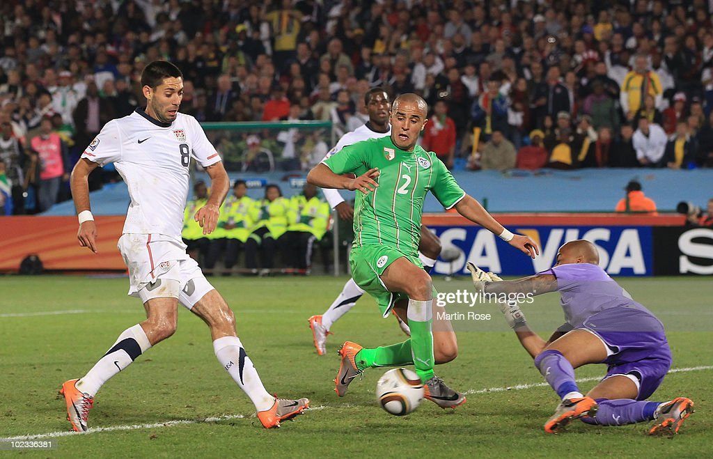 USA v Algeria: Group C - 2010 FIFA World Cup : News Photo