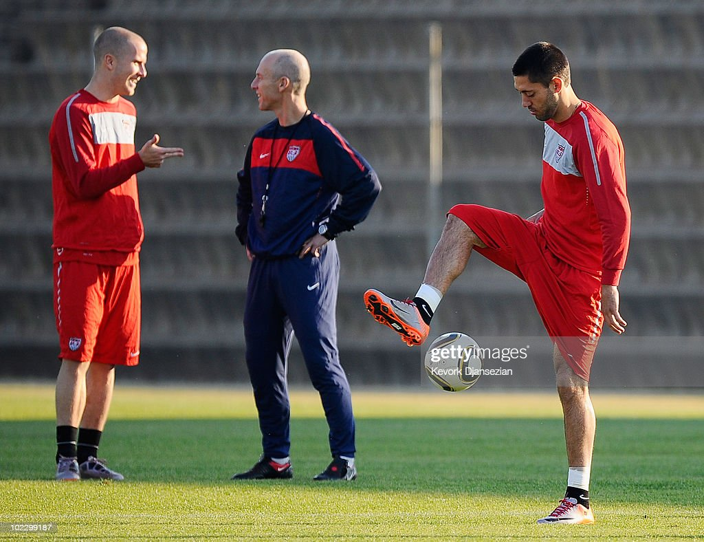 USA Training & Press Conference - 2010 FIFA World Cup : News Photo