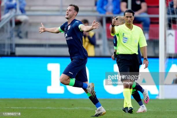 Clint Leemans of PEC Zwolle celebrates 0-1 during the Dutch Eredivisie match between AZ Alkmaar v PEC Zwolle at the AFAS Stadium on September 19,...