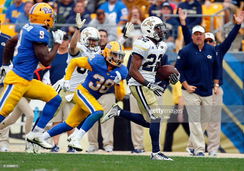 Clinton Lynch #22 of the Georgia Tech Yellow Jackets rushes for a 45 yard touchdown in the second half during the game against the Pittsburgh Panthers on October 8, 2016 at Heinz Field in Pittsburgh, Pennsylvania.