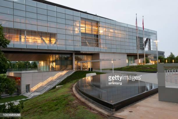 museo y biblioteca presidencial de clinton - arkansas fotografías e imágenes de stock