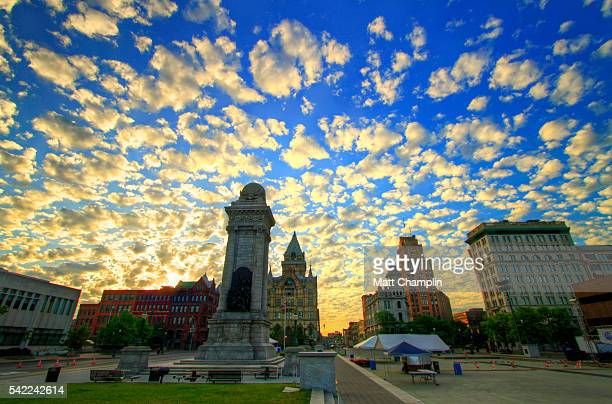 clinton square in syracuse during summer morning - syracuse new york stock pictures, royalty-free photos & images
