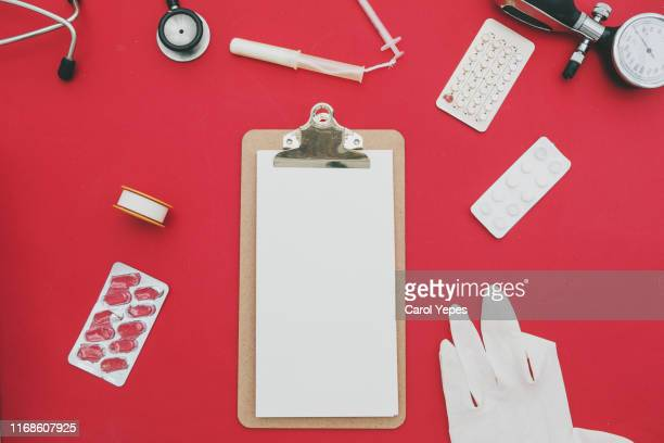 clipboard and medical items - elektronische organiser stockfoto's en -beelden