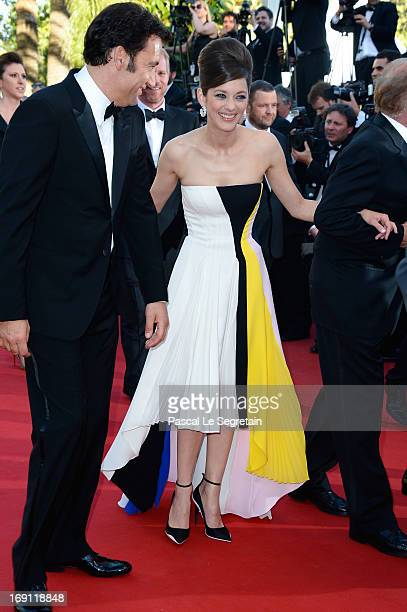 Clive Owen and Marion Cotillard attend the 'Blood Ties' Premiere during the 66th Annual Cannes Film Festival at the Palais des Festivals on May 20...