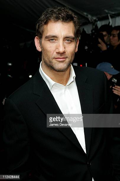 Clive Owen during 'Derailed' New York City Premiere Outside Arrivals at Loews Lincoln Center in New York City New York United States