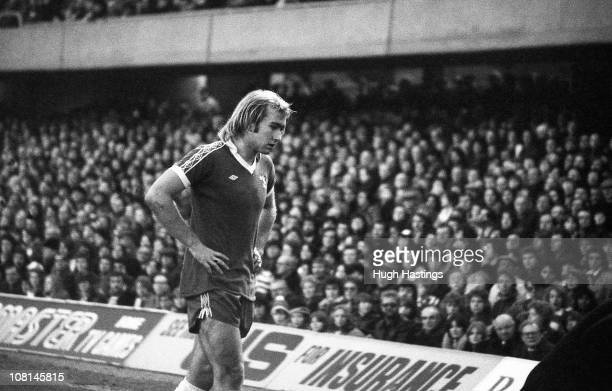 Clive Walker of Chelsea in action during the English Football League Division One match between Chelsea and West Bromwich Albion held on January 2...