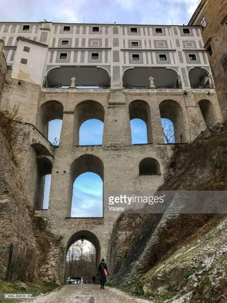 cloack bridge and the plášťový most,  český krumlov castle, czech republic - vsojoy stock pictures, royalty-free photos & images