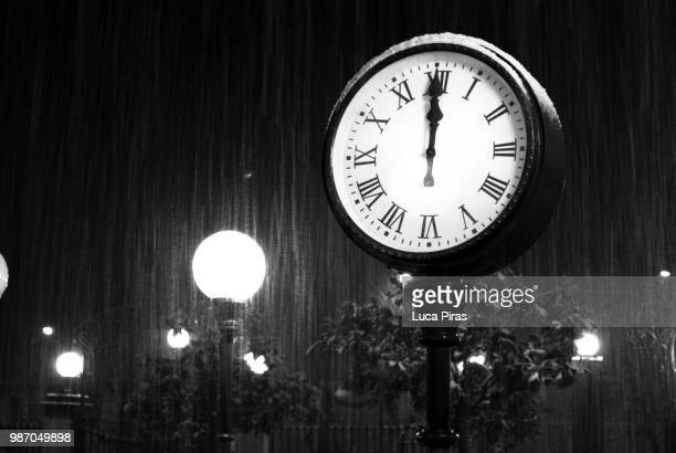 clock b&w - midnight stock pictures, royalty-free photos & images
