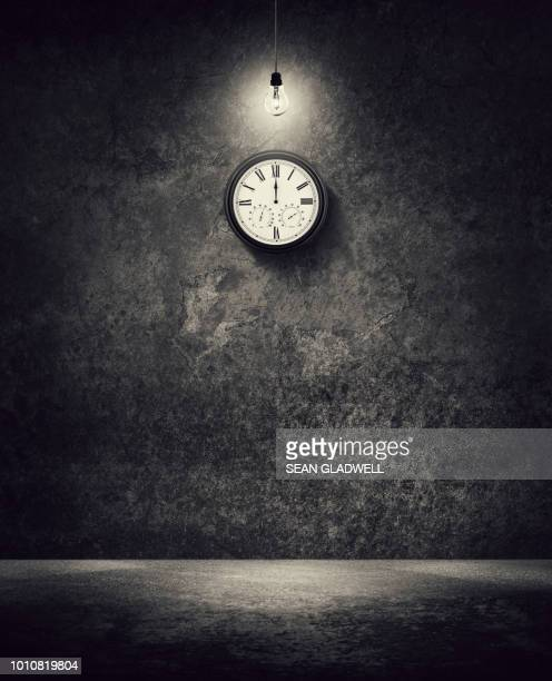clock face at midnight - countdown clock stock-fotos und bilder