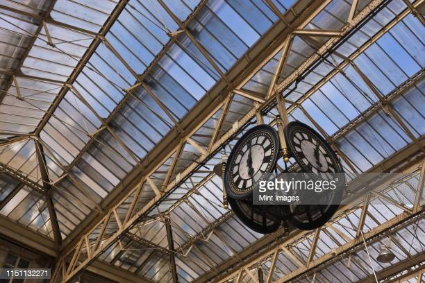 clock in waterloo station - waterloo railway station london stock pictures, royalty-free photos & images