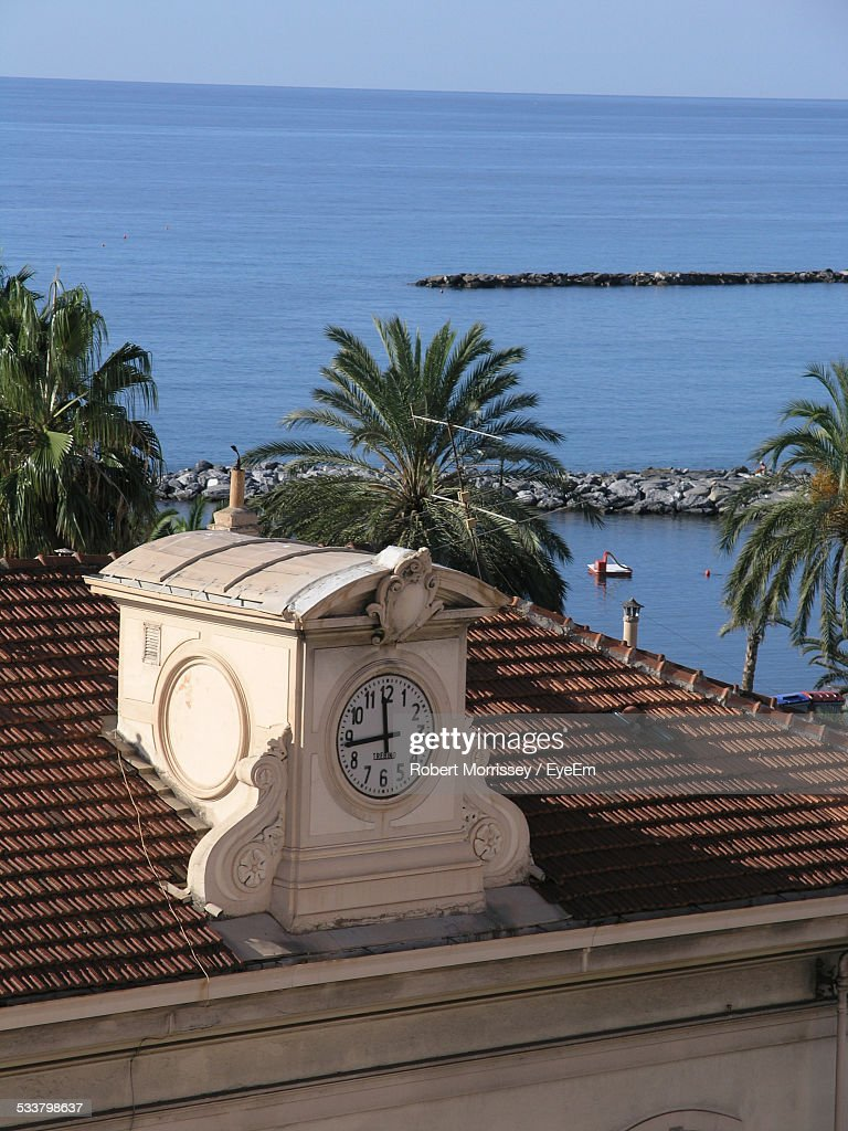 Clock On House By Beach : Foto stock