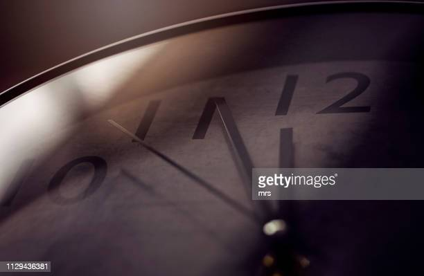clock - countdown clock stock-fotos und bilder