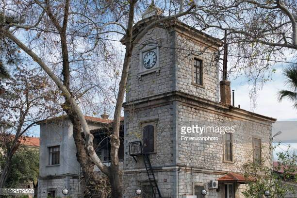 clock tower at alsancak railway station,izmir. - emreturanphoto stock-fotos und bilder