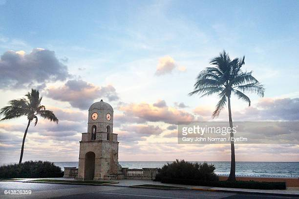 clock tower at worth avenue against sky - palm beach county stockfoto's en -beelden