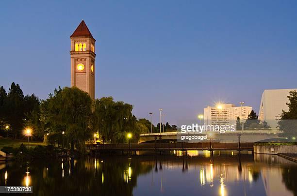 torre do relógio durante a noite no riverfront park em spokane, wa - riverfront park spokane - fotografias e filmes do acervo