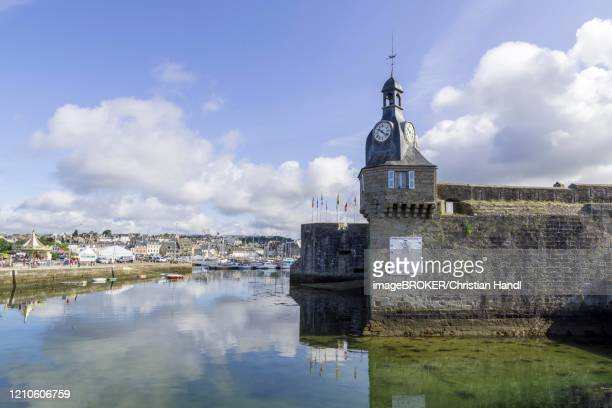 clock tower on the city wall, concarneau, departement finistere, france - concarneau stock-fotos und bilder